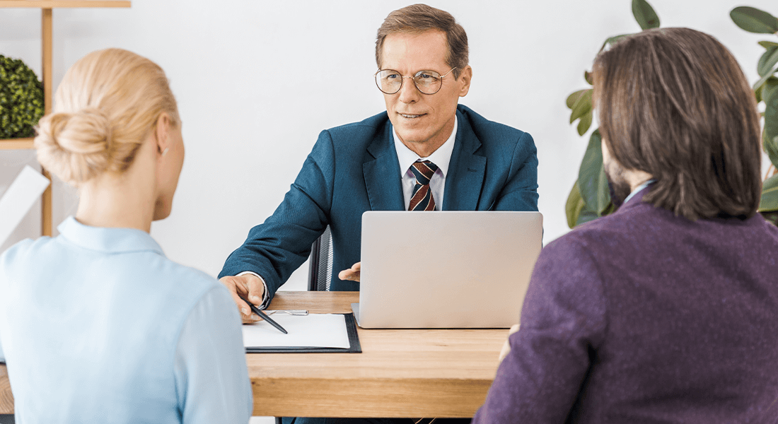 How to Choose the Right Realtor® Meeting with Realtor Image